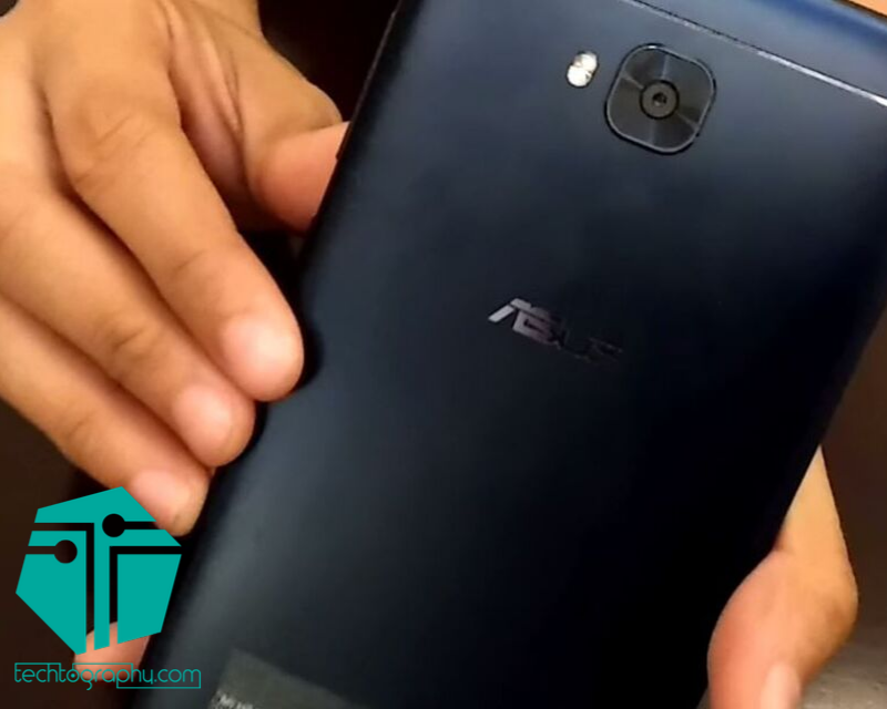 An image of the back of the ZenFone 4 Selfie Lite.